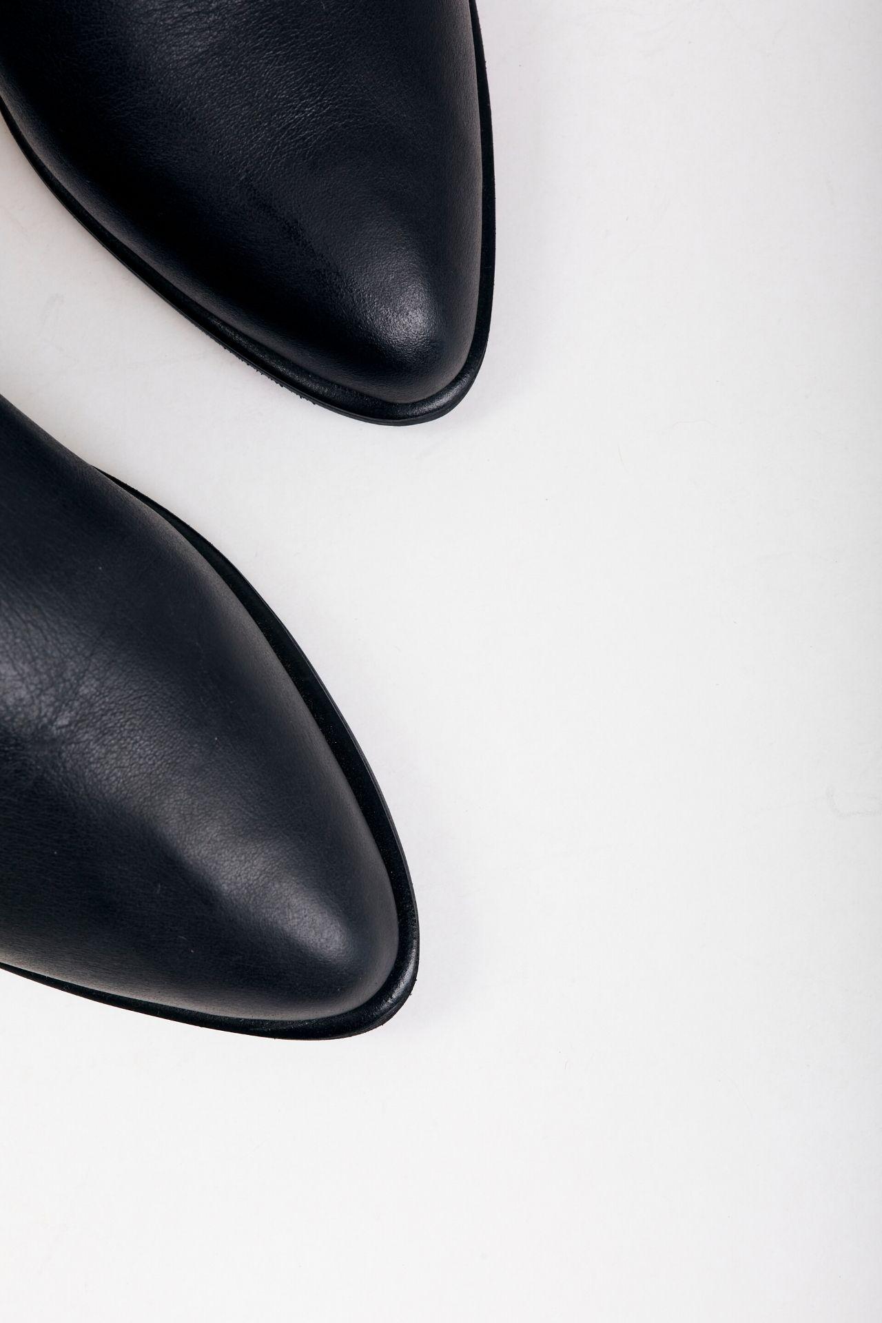 *Entrega de producto: 1 semana.  Botines chatos de cuero negro  CAPELLADA: CUERO NATURAL / FORRO: BADANA NATURAL / ALTURA TACO: 2,5cm