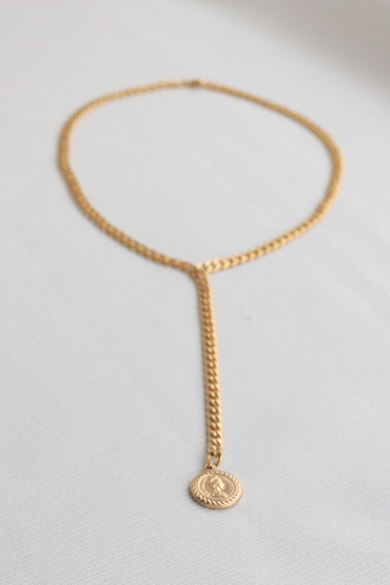 Cadenainterna (que bordea el cuello) : 42cm, cadena externa (que cae): 11 cm