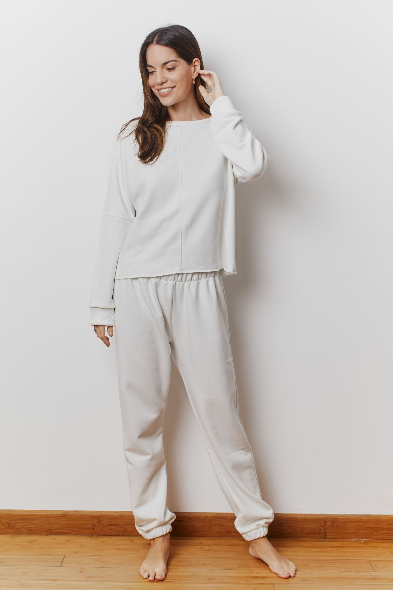2 piezas. Buzo, pantalón y sudadera de mangas anchas.  French terry 100% algodón pima.  Medidas: