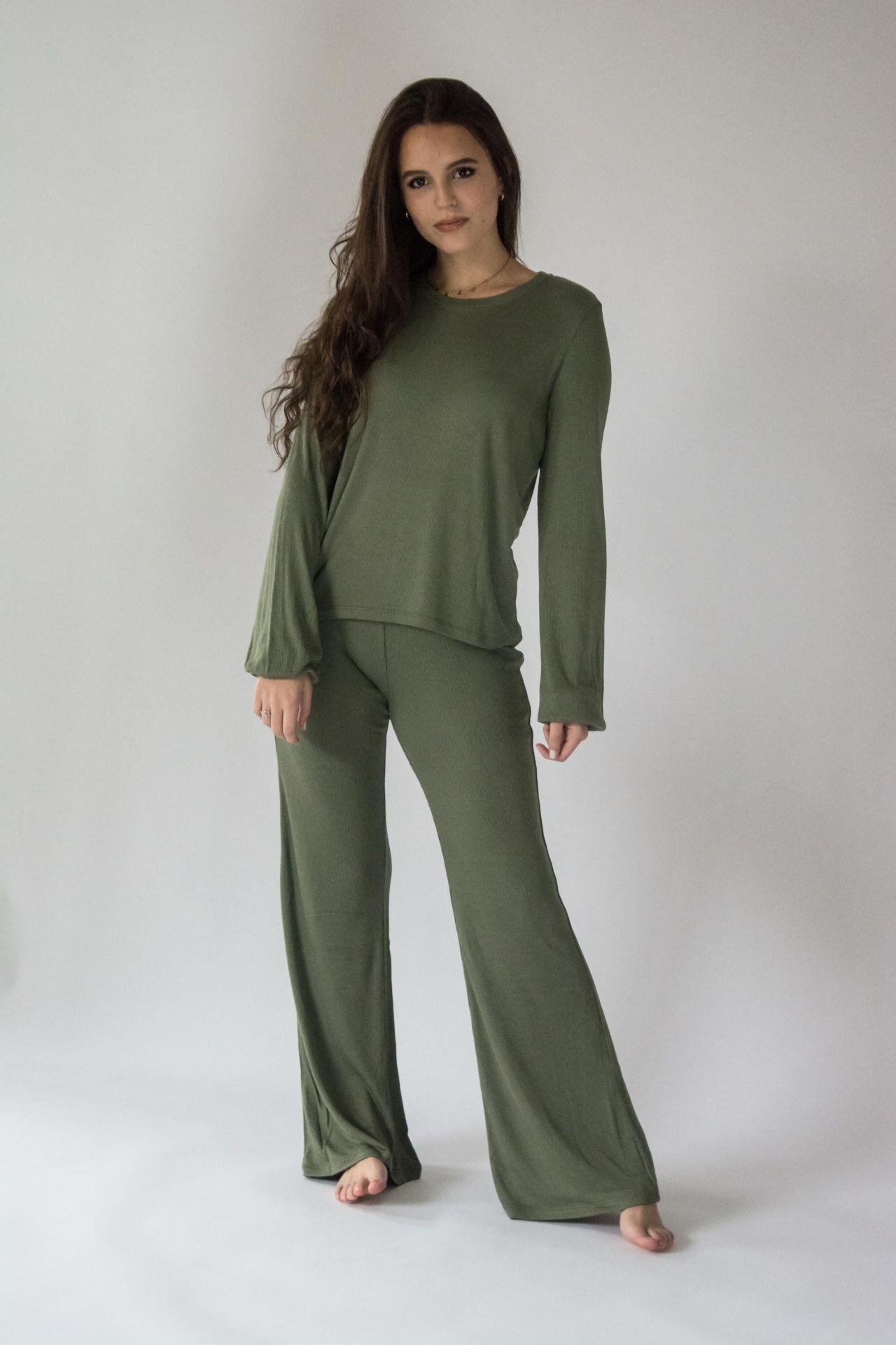 Pijama de algodón rib viscosa súper suelto y cómodo, úsalo para dormir y estar todo el día en pijama.   La manga la puedes usar de forma bombacha o más larga.   Cuidados: no usar secadora, lavar con agua fria.
