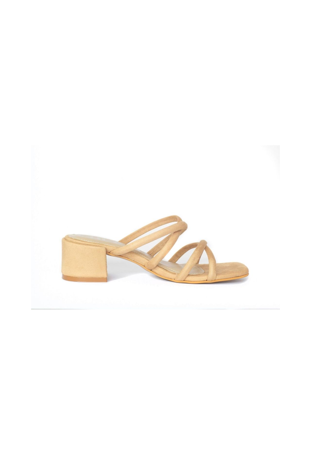 Nuestras naked sandals son una pieza extremadamente versátil, las puedes combinar con absolutamente todo. Capellada: Suede sintetico ( insumos libres de crueldad animal ) Taco: PU Alto: 5cm Plantilla con doble acolchado.