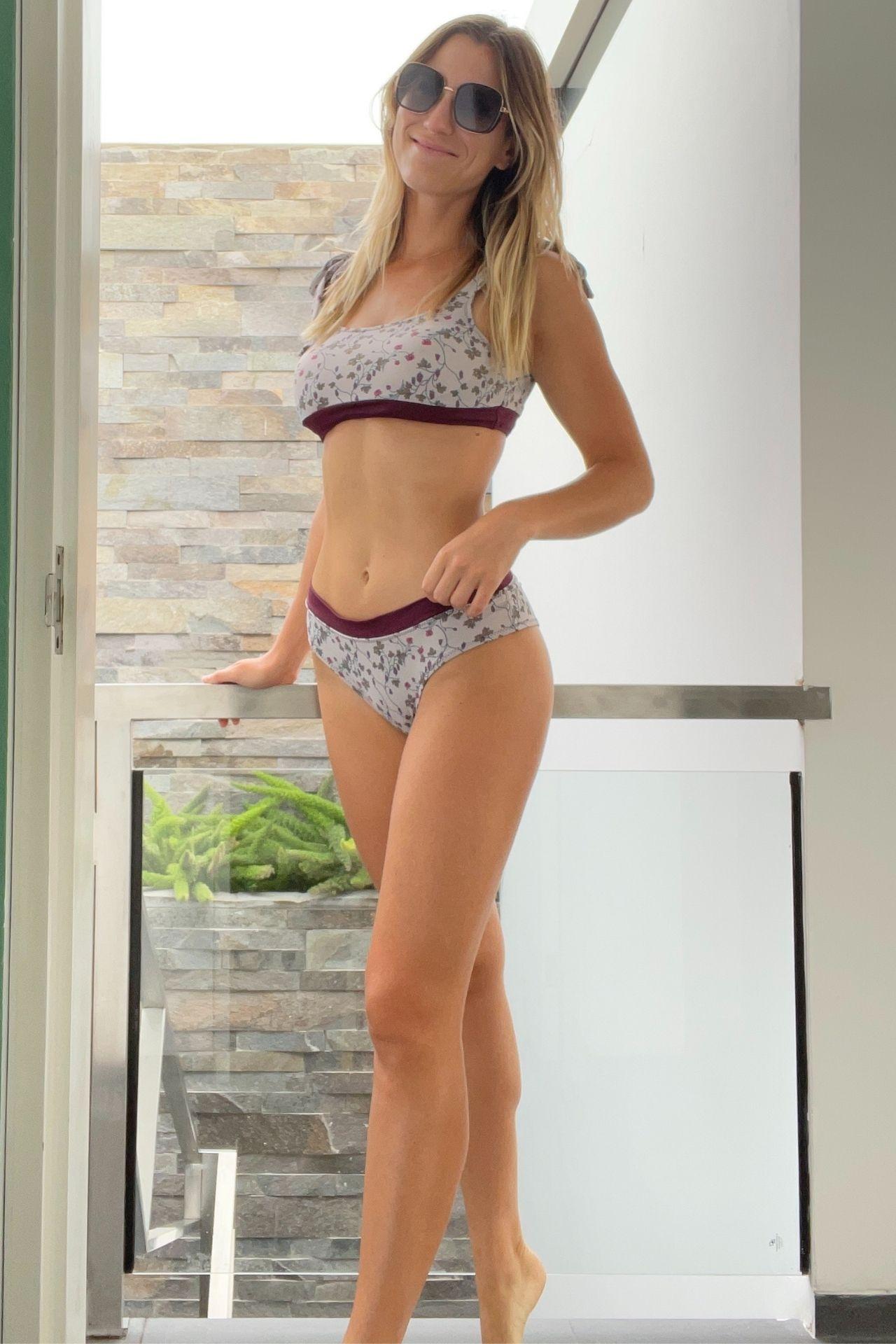 ¿Buscando bikinis cómodos, diferentes y súper coquetos? Encuentra los bikinis de Maja Since 2020hechos en Perú con lycras españolas de alta cálidad. Bottom cheekie para mayor cómodidad y top ajustable con lazos a los hombros para darle un look muychic.  Utilizalo en la playa o en la piscina para un buen día de sol.  Colores: Rosado, Verde, Azul y Morado.  Tallas: S y M.