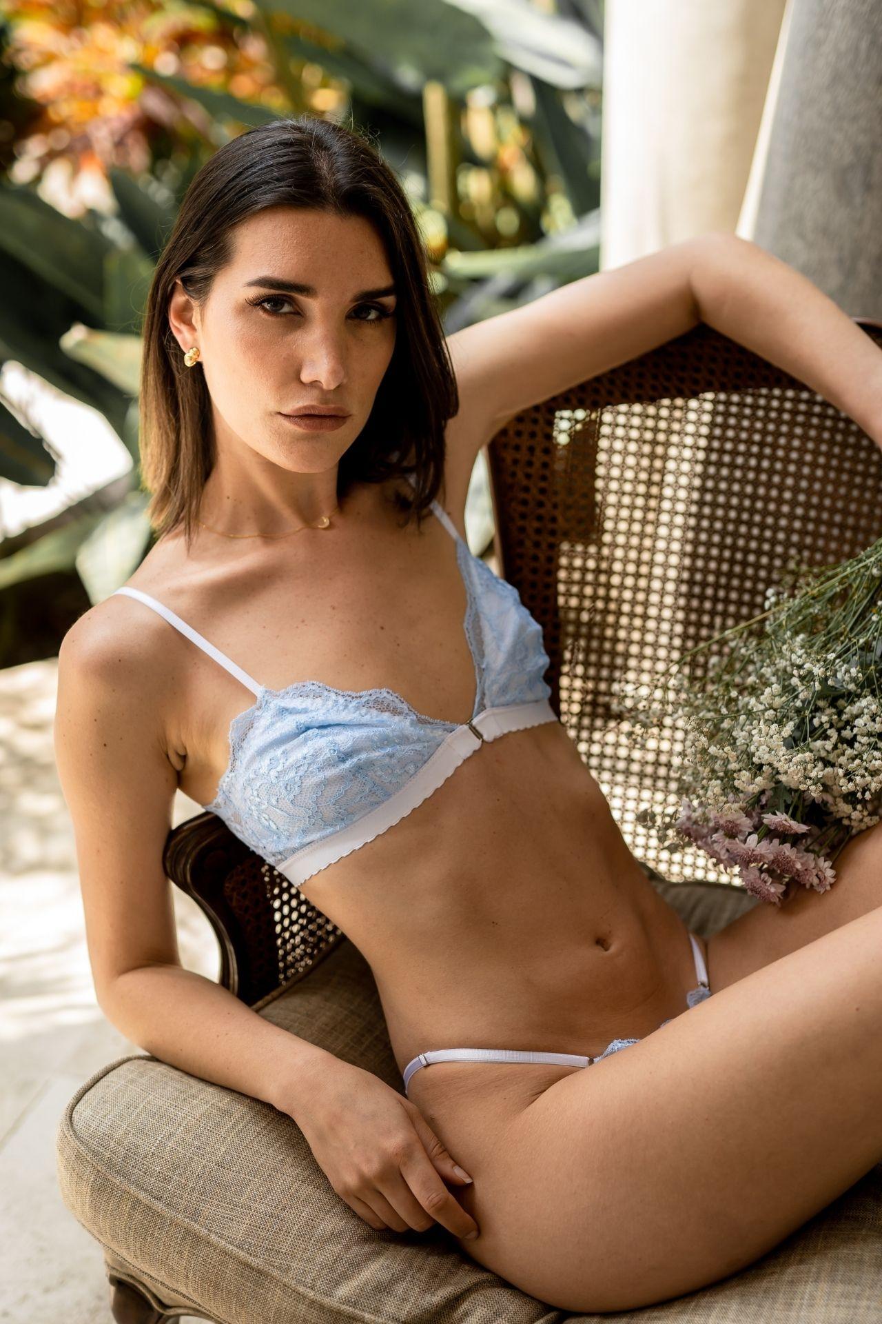 Panties talla única  Pitas auto regulables que se ajustan al cuerpo de cada una. Viene con un bralette  Encajes colombianos  Interior de algodón  Lavar a mano
