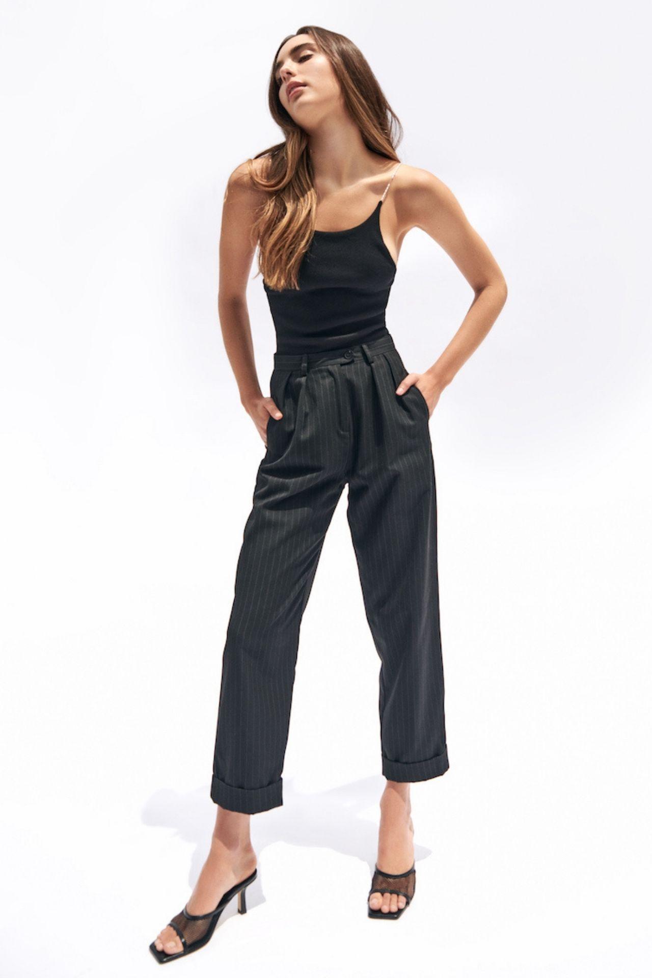 Este body con tiras elásticas de perlitas es perfecto para realzar tu sensualidad y a la vez tu feminidad.  *La modelo usa talla Small.  Talla S: busto (84-88 cm) cintura (84-88 cm) cadera (64-68 cm) largo 62 cm  Talla M: busto (94-96 cm) cintura (94-96 cm) cadera (73-77 cm) largo 63 cm