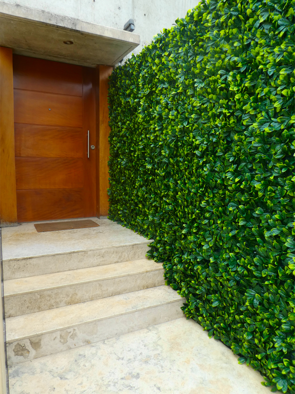 Nueva solución arquitectónica de muros verdes que dan vida a tus espacios de interior y exterior. Este novedoso producto, simula a la perfección al jardín vertical. Revestimientos espectaculares.